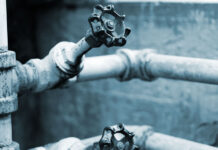 How to deal with frozen water pipes