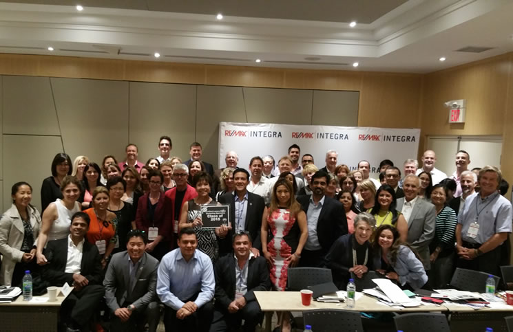 Second Group Graduates From Re Max Luxury Marketing Training Course Rem Real Estate Magazine