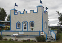 The castle-shaped visitor centre in Saint-Jean-de-Dieu, Que. is made of nearly 28,000 bottles. (Photo: Diane Slawych)