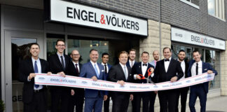 The official ribbon cutting at Engel & Völkers Ottawa Central.