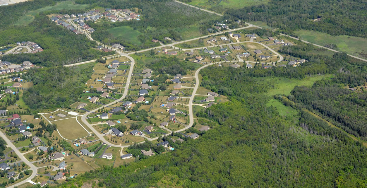 East Garafraxa aerial view of the suburb on the outskirts of Orangeville, Southern Ontario Canada (iStock.com/SkyF)