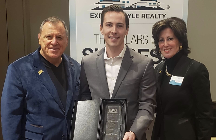 Gary Trembinski with Steve Morris, founder of Exit Realty, and Joyce Paron, president, Canadian Division, Exit Realty Corp. International.