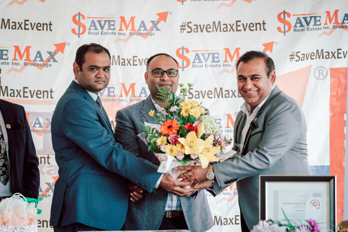 Tricity master franchisees Uchit Patel (left) and Sam Patel (middle) with Raman Dua, CEO of Save Max